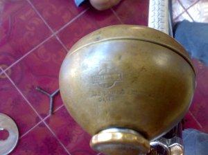 Lampu National dengan dudukan lampu (batok gelung)